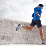 朝起きたら激痛…足底筋膜炎の治療はどうすればいい?